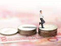 """人民币又""""火""""了!在岸汇率创下近三年新高,国际金价两个月涨超..."""